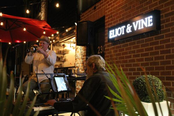 Eliot-and-Vine-patio-live-jazz